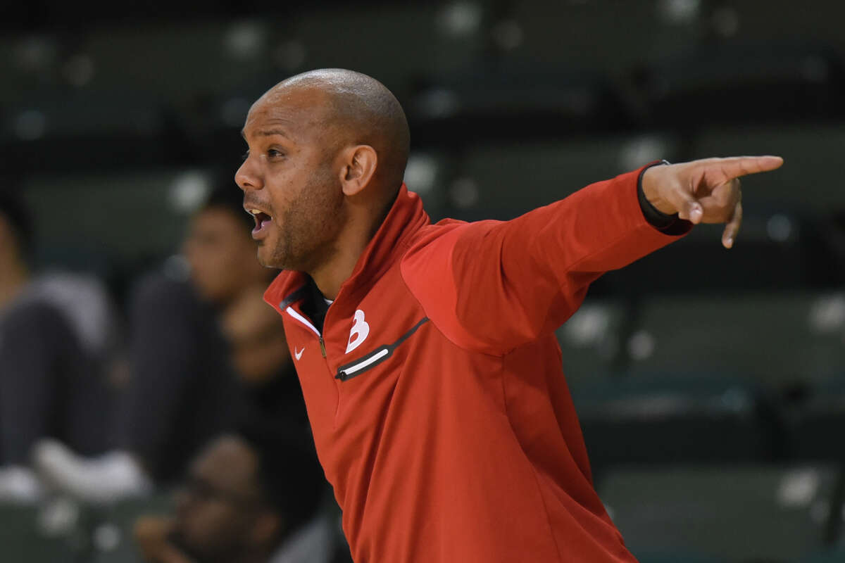 Belton boys basketball head coach Trovocie Jackson reacts during a game against Midland High in the Byron Johnson Holiday Classic Dec. 28, 2017 at Chaparral Center. James Durbin/Reporter-Telegram