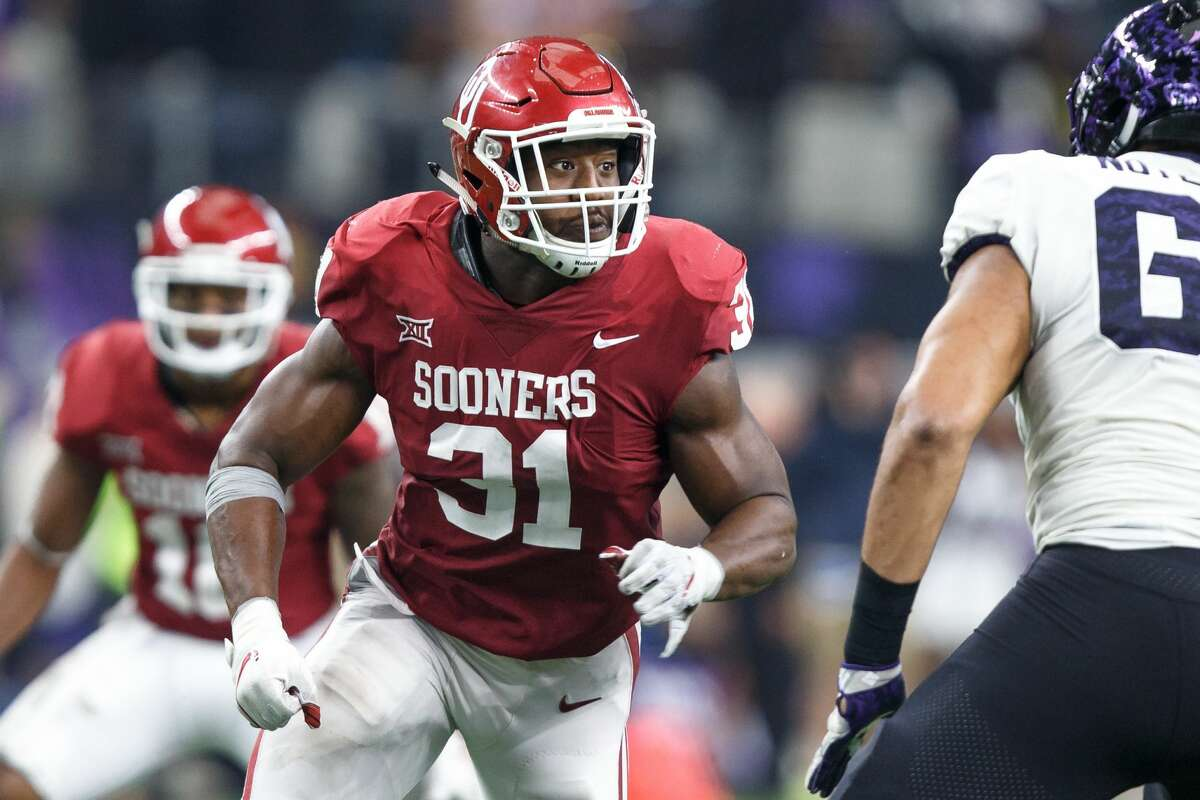 ARLINGTON, TX - DECEMBER 02: Oklahoma Sooners defensive end Ogbonnia Okoronkwo (#31) rushes the quarterback during the Big 12 Championship game between the Oklahoma Sooners and the TCU Horned Frogs on December 2, 2017 at AT&T Stadiu in Arlington, Texas. Oklahoma won the game 41-17. (Photo by Matthew Visinsky/Icon Sportswire via Getty Images)