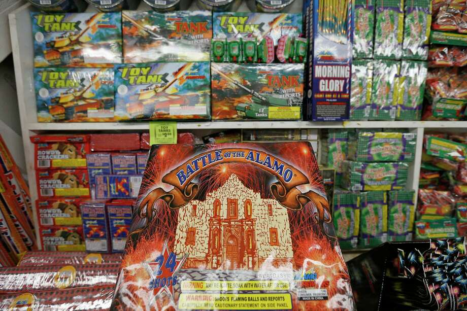 What is the point of a fireworks ordinance if it isn't enforced? There were 1,000 complaints to an SAFD hotling on New Year's Eve — and no citations. Photo: Edward A. Ornelas /San Antonio Express-News / © 2017 San Antonio Express-News