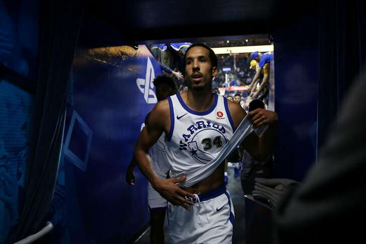 Golden State Warriors guard Shaun Livingston (34) exits following the end of an NBA basketball game between the Golden State Warriors and Charlotte Hornets at Oracle Arena, Friday, Dec. 29, 2017 in Oakland, Calif. The Hornets won 111-100.
