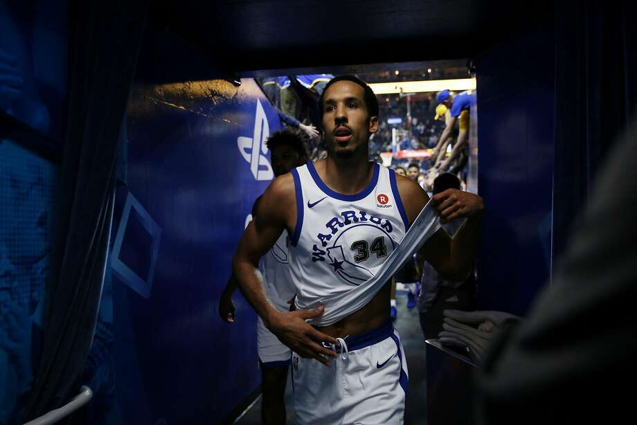 Golden State Warriors guard Shaun Livingston (34) exits following the end of an NBA basketball game between the Golden State Warriors and Charlotte Hornets at Oracle Arena, Friday, Dec. 29, 2017 in Oakland, Calif. The Hornets won 111-100. Photo: Santiago Mejia, The Chronicle