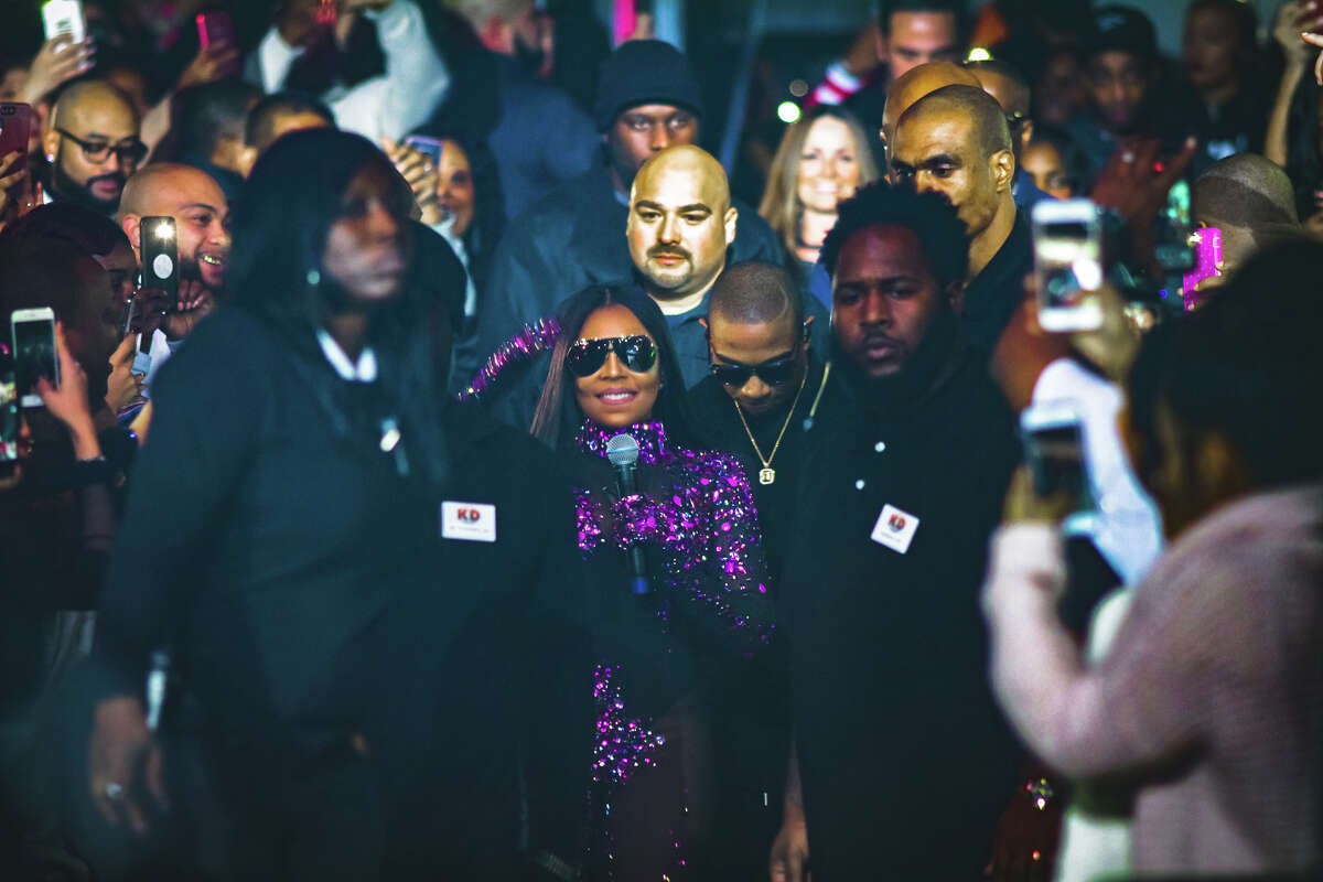 Ja Rule and Ashanti draw a crowd of fans Friday night at the Arena Theatre in Houston.