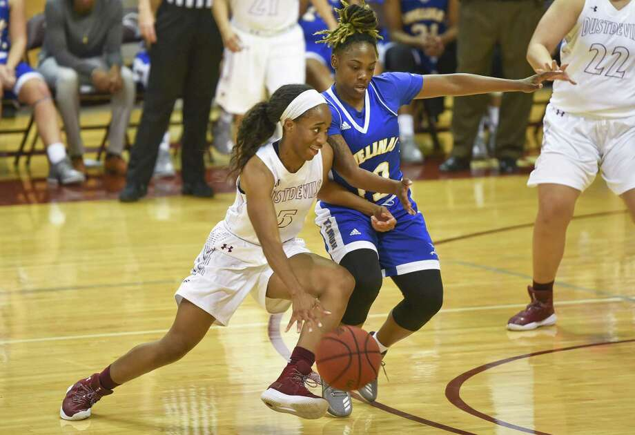 TAMIU guard Passionate Amukamara was two points shy of her career-high scoring 20 points on Saturday afternoon in a 74-50 loss at Angelo State. The Dustdevils played their first game in 11 days. Photo: Danny Zaragoza /Laredo Morning Times File / Laredo Morning Times