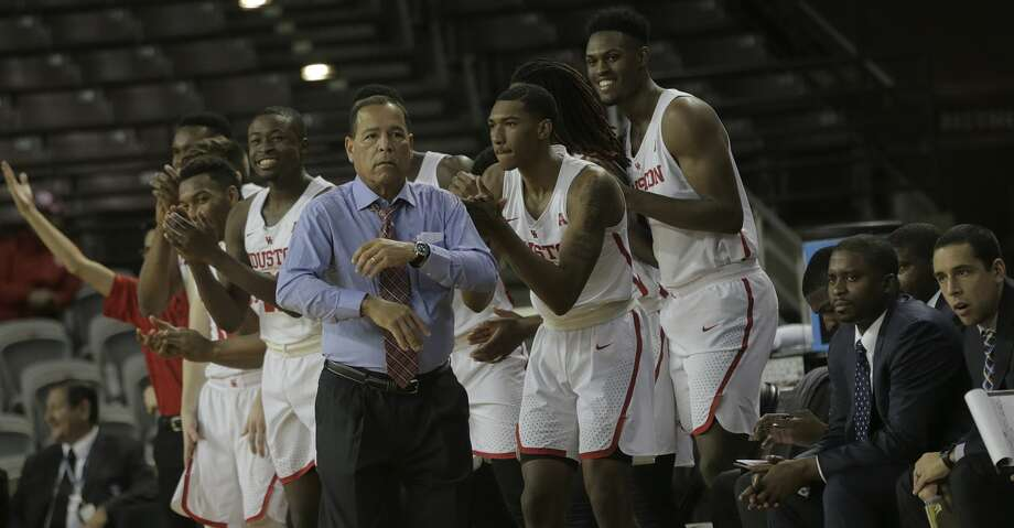 Houston Cougars bench celebrates withhead coach Kelvin Sampson after a scored basket against Temple Owls at TSU's H&PE Arena on Saturday, Dec. 30, 2017, in Houston. ( Elizabeth Conley / Houston Chronicle ) Photo: Elizabeth Conley/Houston Chronicle