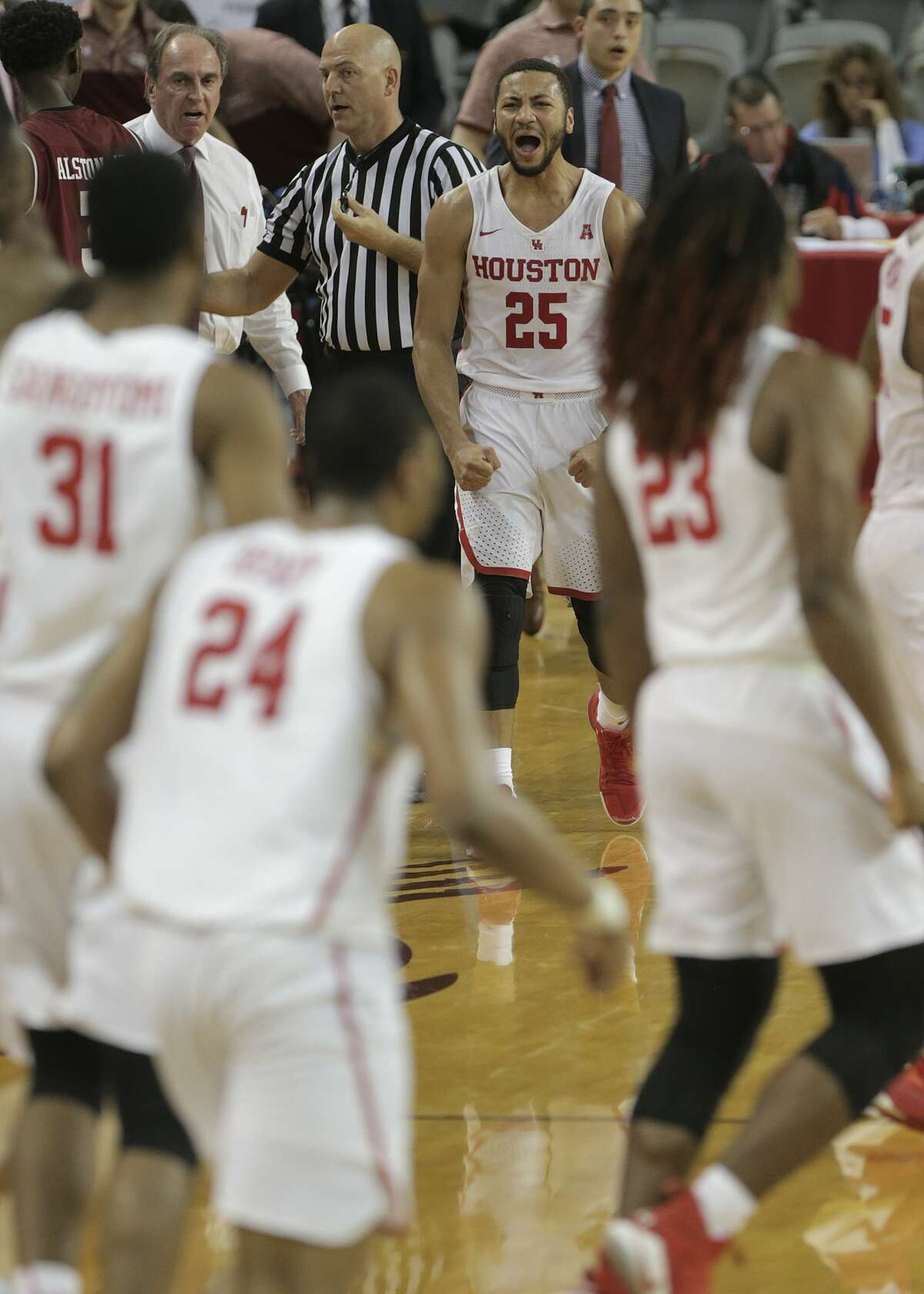 Houston Cougars guard Galen Robinson Jr. (25) reacts as the Cougars secure a lead in the second half against the Temple Owls at TSU's H&PE Arena on Saturday, Dec. 30, 2017, in Houston. Houston won the game 76-73. ( Elizabeth Conley / Houston Chronicle )
