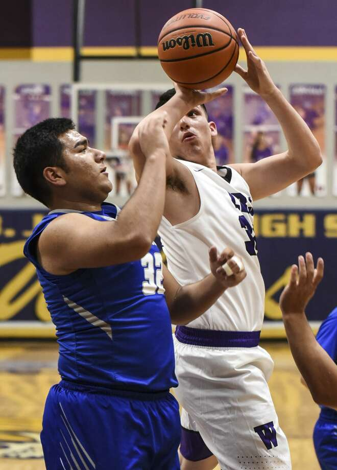 Bryan Garza had eight points in his return to the lineup Saturday as LBJ fell 68-64 against Miller. Photo: Danny Zaragoza /Laredo Morning Times File
