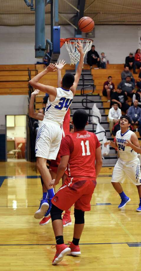 Cigarroa's Jorge Salazar had 34 points and the game-winning basket in the Toros' dramatic 64-63 victory over Martin. Photo: Christian Alejandro Ocampo /Laredo Morning Times / Laredo Morning Times