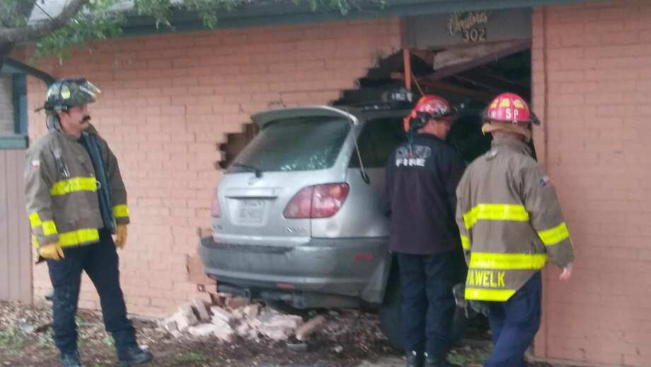 San Antonio police say the driver of a vehicle feld after he drove into a residence on the Southeast Side Sunday morning, Dec. 31, 2017. Photo: Courtesy Roland Hernandez