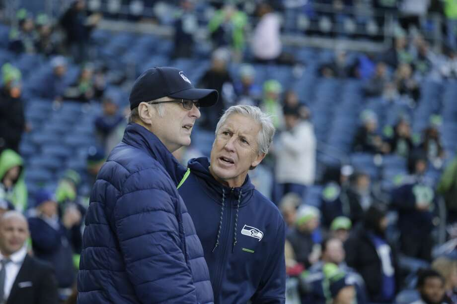Seahawks head coach Pete Carroll, right, talks with team owner Paul Allen, left, before an NFL football game against the Arizona Cardinals, Sunday, Dec. 31, 2017, in Seattle. Photo: AP Photo/John Froschauer