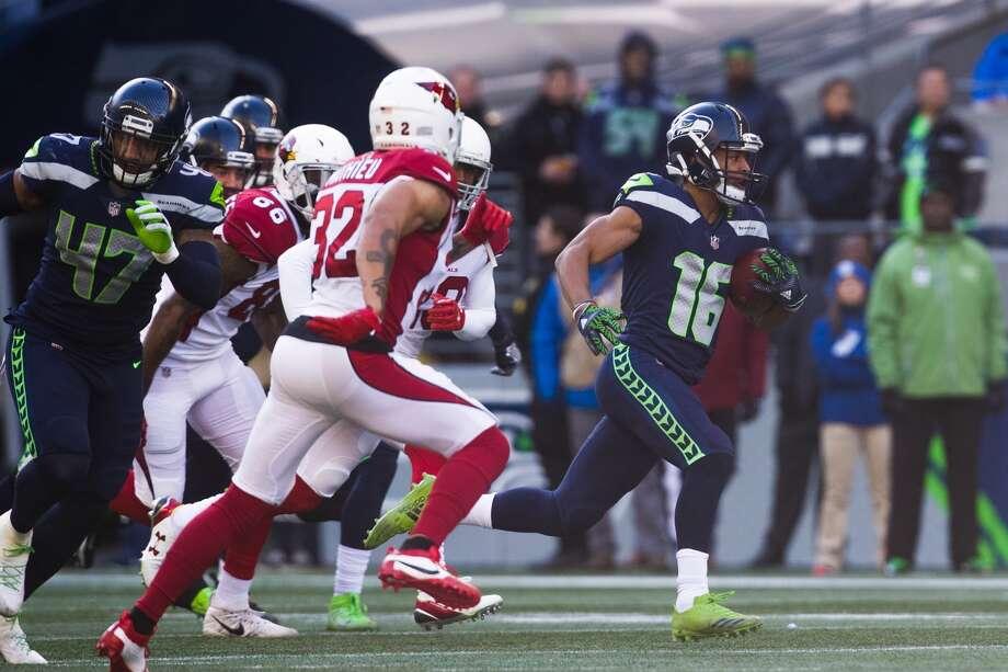 Seahawks kick returner Tyler Lockett scores a touchdown against the Arizona Cardinals in the first half. Photo: GENNA MARTIN, SEATTLEPI