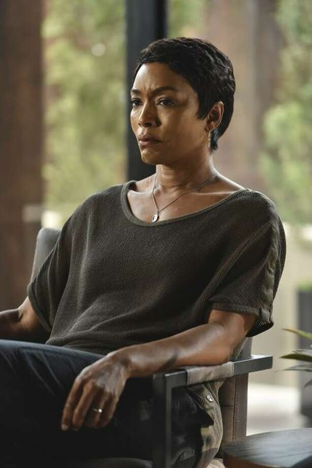 "Angela Bassett plays tough L.A. cop Athena Grant on ""9-1-1."" Photo: Michael Becker / Michael Becker / Fox Broadcasting"