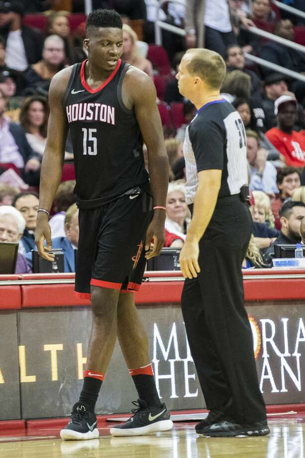 Houston Rockets center Clint Capela (15) gets benched after his sixth personal foul during a Rockets game against the Lakers, Sunday, Dec. 31, 2017, in Houston.  The Rockets won 148-142 on the second overtime. ( Marie D. De Jesus / Houston Chronicle ) Photo: Marie D. De Jesus/Houston Chronicle