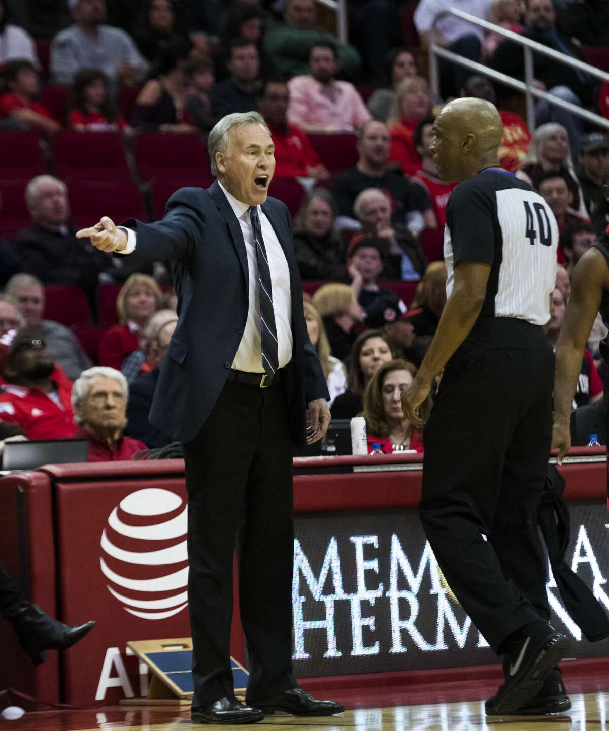 Houston Rockets head coach Mike D'Antoni argues with the referee Leon Wood (40) during the second half of the game between the Houston Rockets and the Los Angeles Lakers, Sunday, Dec. 31, 2017, in Houston. ( Marie D. De Jesus / Houston Chronicle )
