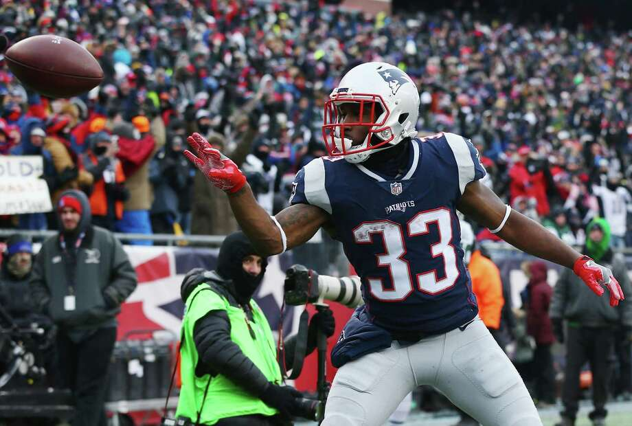 FOXBORO, MA - DECEMBER 31:  Dion Lewis #33 of the New England Patriots celebrates after scoring a 5-yard receiving touchdown during the second quarter against the New York Jets at Gillette Stadium on December 31, 2017 in Foxboro, Massachusetts.  (Photo by Maddie Meyer/Getty Images) Photo: Maddie Meyer / 2017 Getty Images