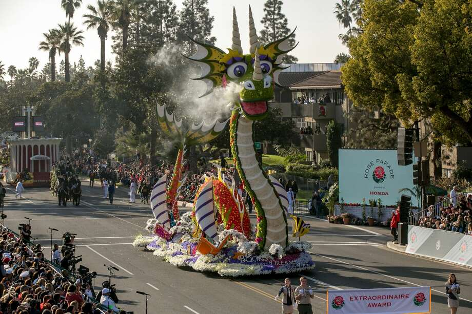 A general view of atmosphere and floats at the 2018 Tournament of Roses Parade presented by Honda on January 1, 2018 in Pasadena, California. Photo: Gabriel Olsen/FilmMagic