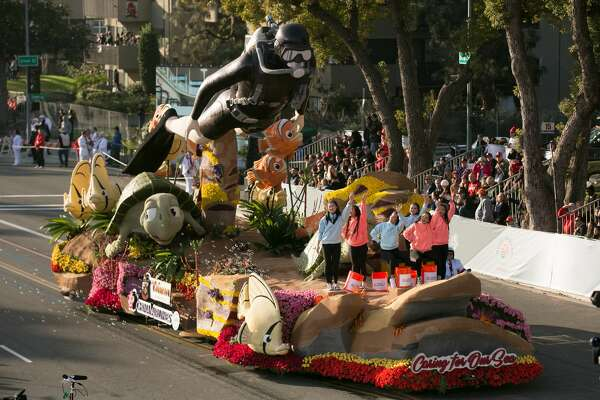 PASADENA, CA - JANUARY 01:  A general view of atmosphere and floats at the 2018 Tournament of Roses Parade presented by Honda on January 1, 2018 in Pasadena, California.  (Photo by Gabriel Olsen/FilmMagic)