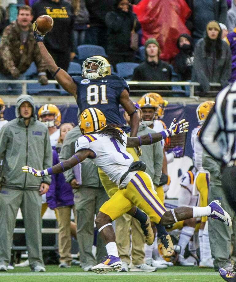 Notre Dame's Miles Boykin (81) makes a one-handed catch on a 55-yard touchdown reception to put the Irish ahead of LSU with 1:28 remaining Monday. Photo: Robert Franklin, South Bend Tribune, MBI / South Bend Tribune