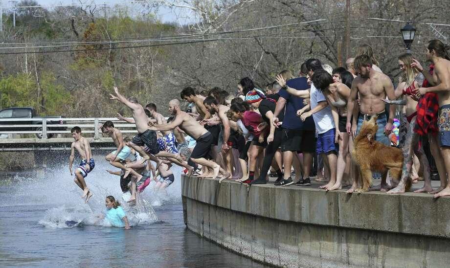 San Marcos: 20 degrees Photo: Tom Reel /San Antonio Express-News / 2017 SAN ANTONIO EXPRESS-NEWS