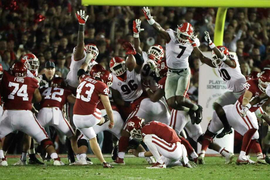 Linebacker Lorenzo Carter (7) sets up Georgia's victory by blocking a field-goal attempt by Oklahoma's Austin Seibert (43) during the second overtime. Photo: Gregory Bull, STF / Copyright 2018 The Associated Press. All rights reserved.