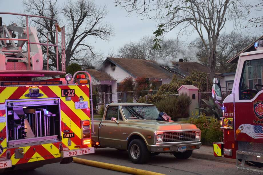 A family escaped a South Side house fire in the 300 block of Bristol Avenue on Tuesday, Jan 2, 2017. Photo: Caleb Downs / San Antonio Express-News