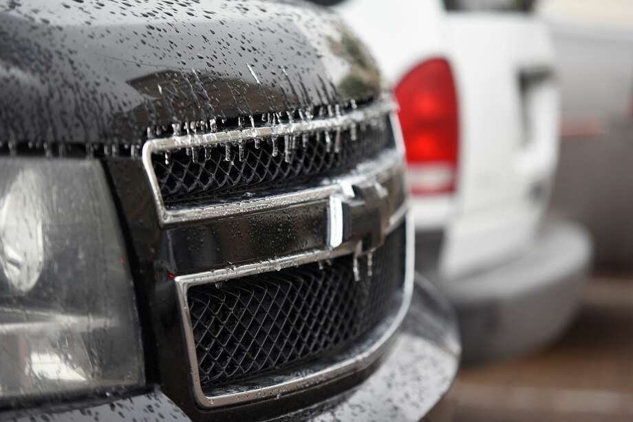 Icicles on the grill of a Ford at the Doctors Hospital parking lot, Monday, January 01, 2018. Photo: Christian Alejandro Ocampo/Laredo Morning Times