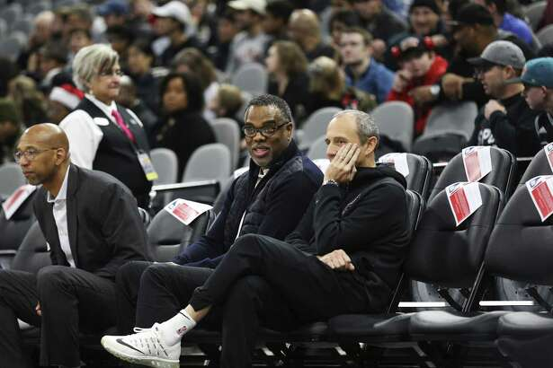 Roger Montgomery of Roc Nation Sports (center) chats with Spurs assistant coach Ettore Messina before a recent game.