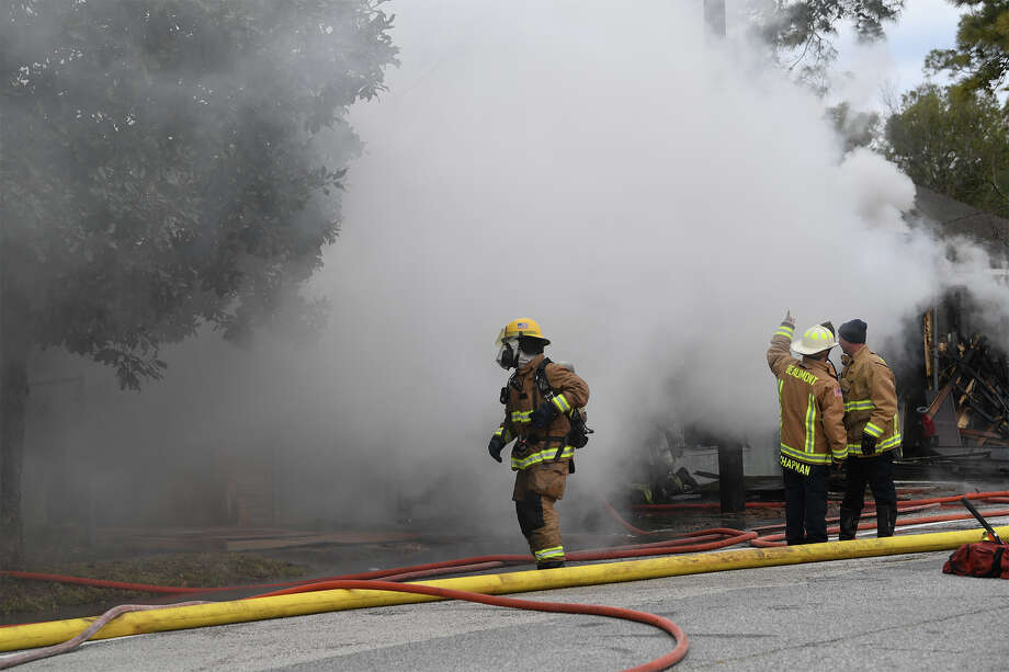 Beaumont firefighters battle fire and freezing temperatures at an abandoned bicycle repair store on Park Street Tuesday morning. The building was empty at the time of the fire and no injuries were reported. An investigation to the cause of the fire is ongoing.  Photo taken Tuesday, January 02, 2018 Guiseppe Barranco/The Enterprise Photo: Guiseppe Barranco, Photo Editor / Guiseppe Barranco ©