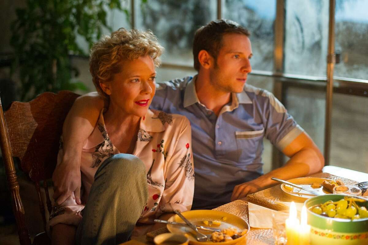 Annette Bening as Gloria Grahame and Jamie Bell as Peter Turner, the lover who's less than half her age, in
