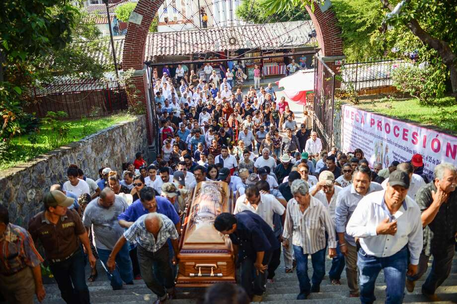 Relatives and friends of the mayor of the Mexican community of Petatlan, Arturo Gomez, carry his coffin during his funeral in Petatlan, Guerrero State, on December 29, 2017 a day after he was shot dead while dining at a restaurant. An armed group killed mayor Gomez in the convulsed state of Guerrero in southern Mexico, according to the security spokesman for the Guerrero government Roberto Alvarez. / AFP PHOTO / Francisco Robles        (Photo credit should read FRANCISCO ROBLES/AFP/Getty Images) Photo: FRANCISCO ROBLES/AFP/Getty Images