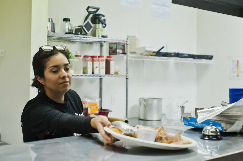 Mykela Finney prepares to serve customers inside the new Los Jalape–os brick-and-mortar restaurant, which is located at 1900 S. Saginaw Rd., on Tuesday, Jan. 2, 2018 in Midland. (Katy Kildee/kkildee@mdn.net) Photo: (Katy Kildee/kkildee@mdn.net)