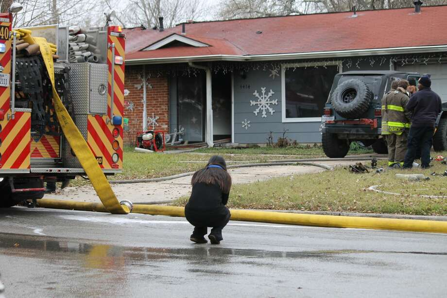 The woman who lives at the home broke down when she came home to see the damage. Photo: Fares Sabawi/San Antonio Express-News