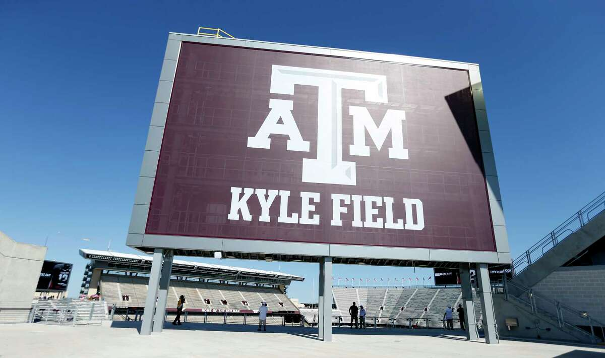 Inside the stadium before the start of a college football game at Kyle Field on Saturday, Sept. 12, 2015. ( Karen Warren / Houston Chronicle )