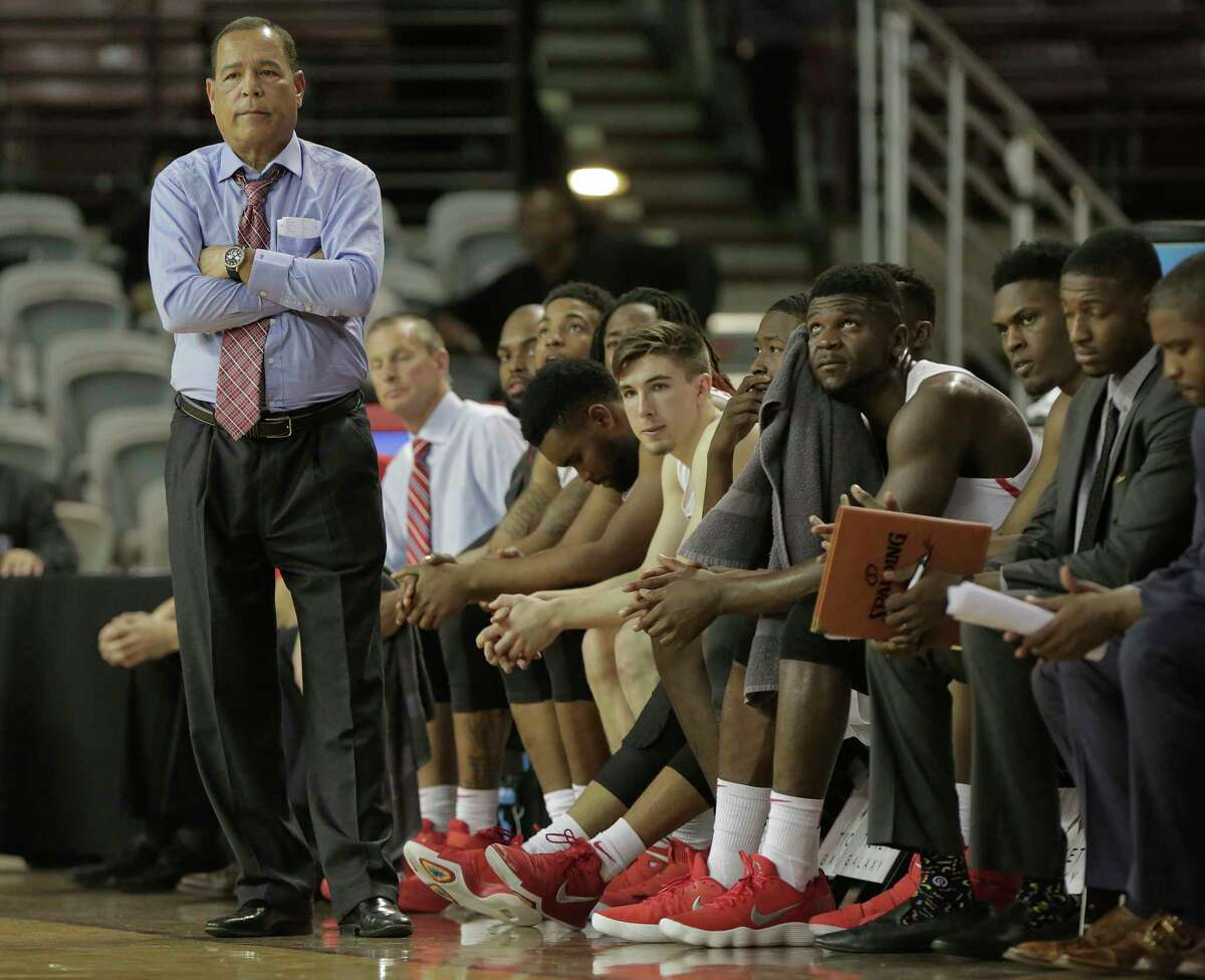 Houston Cougars head coach Kelvin Sampson isn't pleased with a call during their NCAA basketball game against Temple Owls at TSU's H&PE Arena on Saturday, Dec. 30, 2017, in Houston. Houston won the game 76-73. ( Elizabeth Conley / Houston Chronicle )