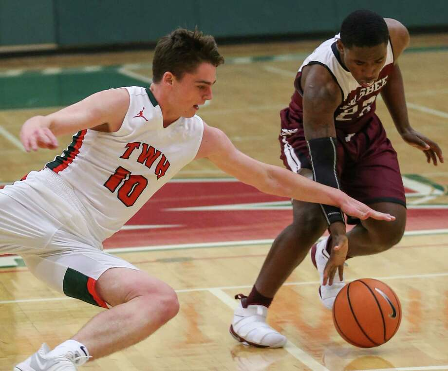 The Woodlands' John Stubbs (10) scrambles for a loose ball with Silsbee's Aaron Sells (22) during the boys basketball game on Tuesday, Jan. 2, 2018, at The Woodlands High School. (Michael Minasi / Houston Chronicle) Photo: Michael Minasi, Staff Photographer / © 2017 Houston Chronicle
