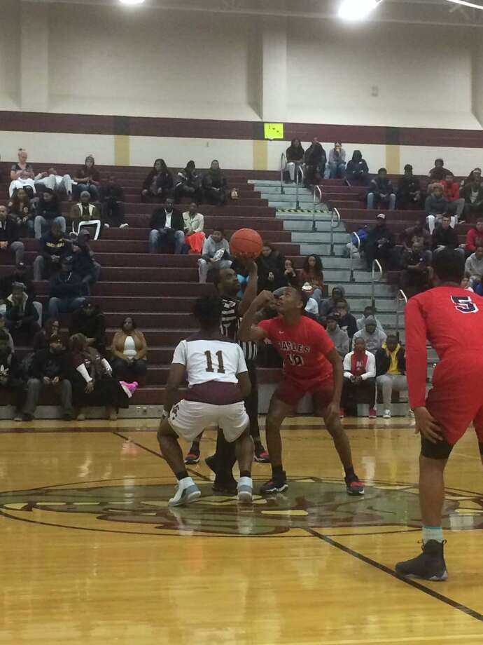 Atascocita's Dylan Smith and Summer Creek's Quontell Shephard prepare for the jump ball to begin their game on Tuesday, January 2 at Summer Creek High School Photo: Elliott Lapin