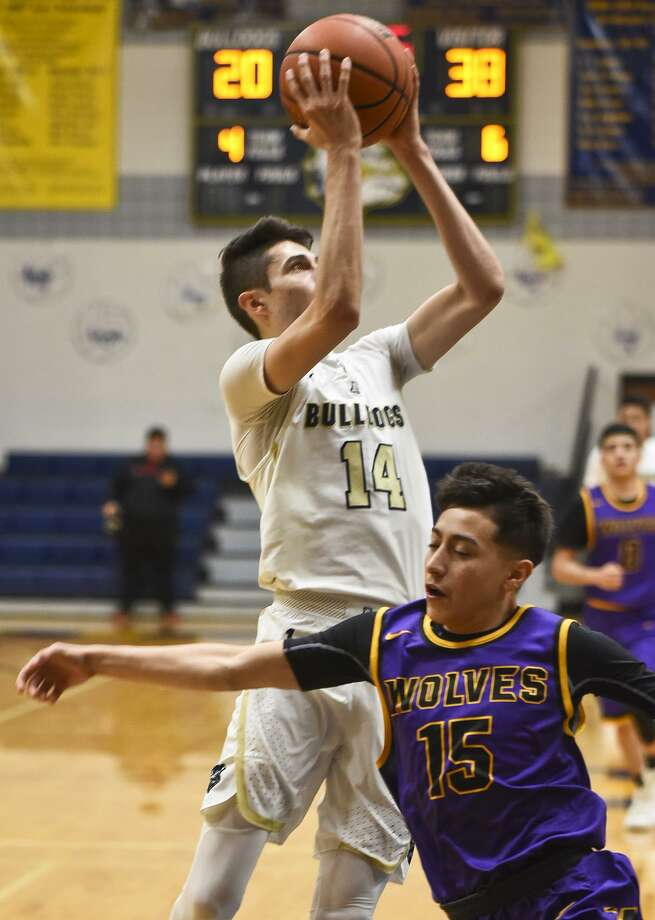 Kike Perez had 14 points including four in the fourth quarter Tuesday as Alexander outscored LBJ 31-10 in the final frame to rally for a 70-66 victory. Photo: Danny Zaragoza /Laredo Morning Times / Laredo Morning Times