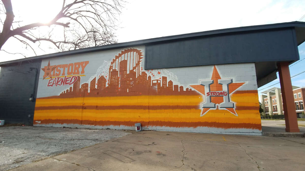 PHOTOS: Houston's best street art all in one place Houston street artist Skeez181 has created an epic Houston Astros mural in the Heights that is sure to attract die-hard fans still on a World Series high. Source: ElMuralcho.com See more of the best street art around Houston proper...