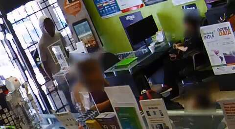 Robber's plan foiled by employee, ends in desperate prayer on camera