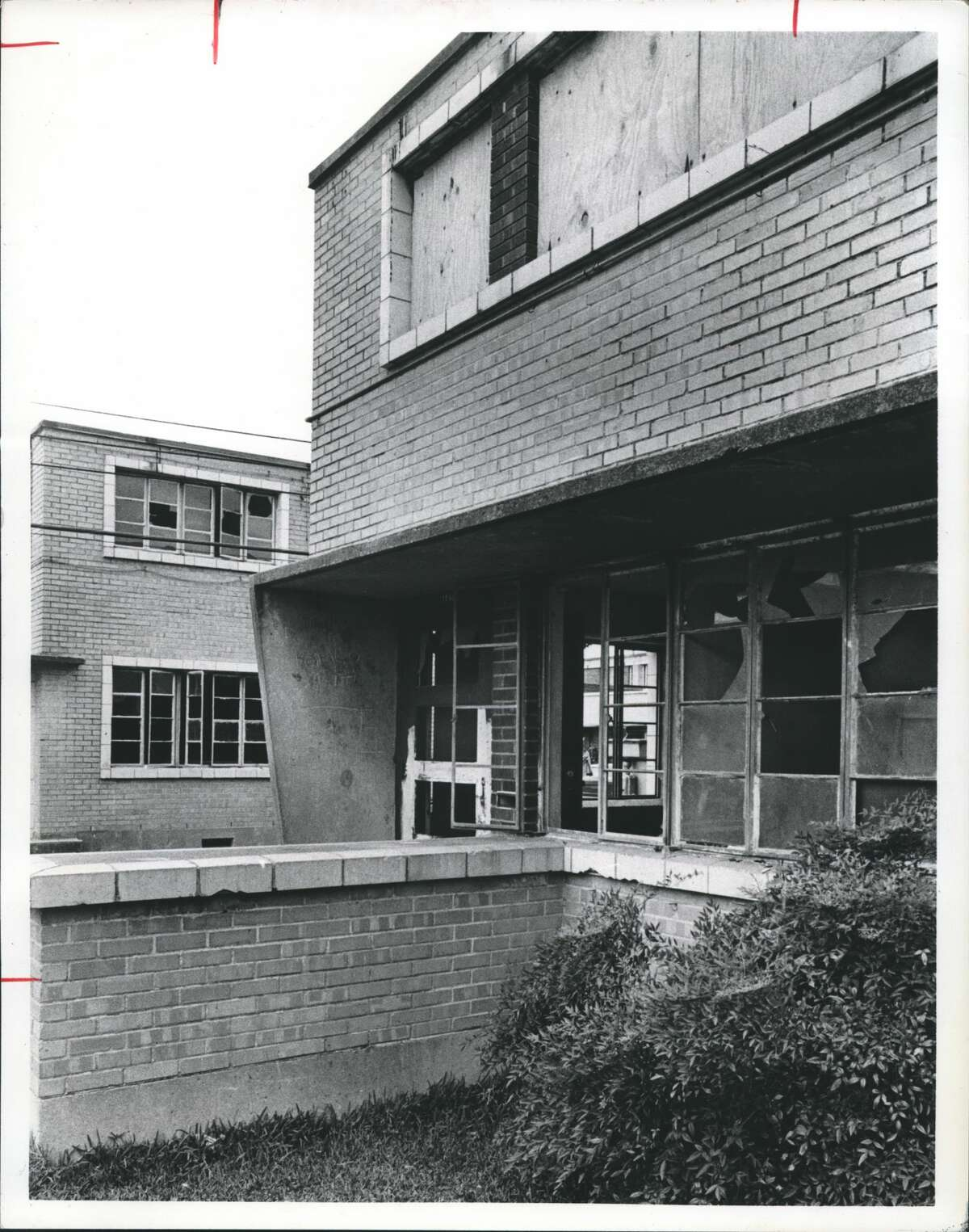 1978 - Vandalism, broken windows and problems have plagued the Allen Parkway Village development almost from the beginning. This photograph shows the problem with rundown apartments.