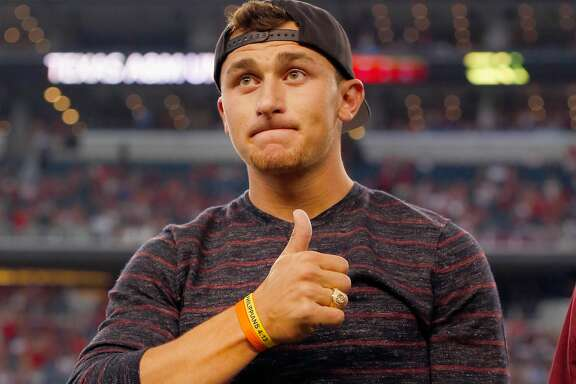 ARLINGTON, TX - SEPTEMBER 27:  Johnny Manziel #2 of the Cleveland Browns reacts after receiving his Aggie Ring during half time of the Southwest Classic at AT&T Stadium on September 27, 2014 in Arlington, Texas.  (Photo by Tom Pennington/Getty Images)