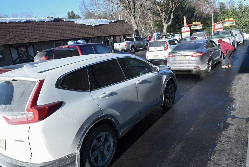 Cars are lined up to the road at Colonial Car Wash on Western Ave. on Wednesday, Jan. 3, 2018 in Guilderland, N.Y. (Lori Van Buren / Times Union)