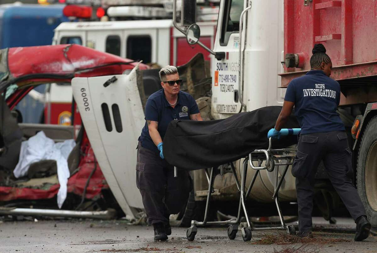 Harris County Institute of Forensic SciencesÂ?' medical examiners remove the body of a man that was killed in a five-vehicle crash on I-610 West, near Airline Drive Tuesday, Dec. 19, 2017, in Houston. ( Godofredo A. Vasquez / Houston Chronicle )