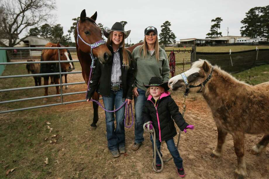 Ashton Padon, 16, her mother J.J. Hill and sister Brenlynn Hill, 4, pose for a portrait on Tuesday, Jan. 2, 2018, at their home in Conroe. Photo: Michael Minasi, Staff Photographer / © 2017 Houston Chronicle
