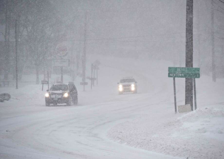 Traffic on Greenwood Avenue, in Bethel, Conn, during Thursday's snow storm. January 4, 2018. Photo: H John Voorhees III, Hearst Connecticut Media / The News-Times