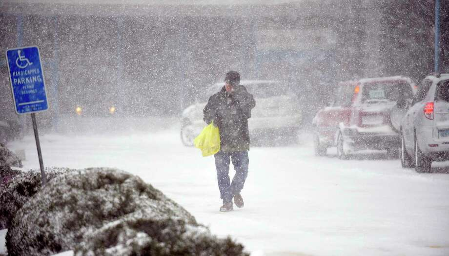 A shopper braves the elements of a winter storm after shopping at Shop Rite in Stamford, Conn. on Thursday, Jan. 4, 2018. Photo: Matthew Brown, Hearst Connecticut Media / Stamford Advocate