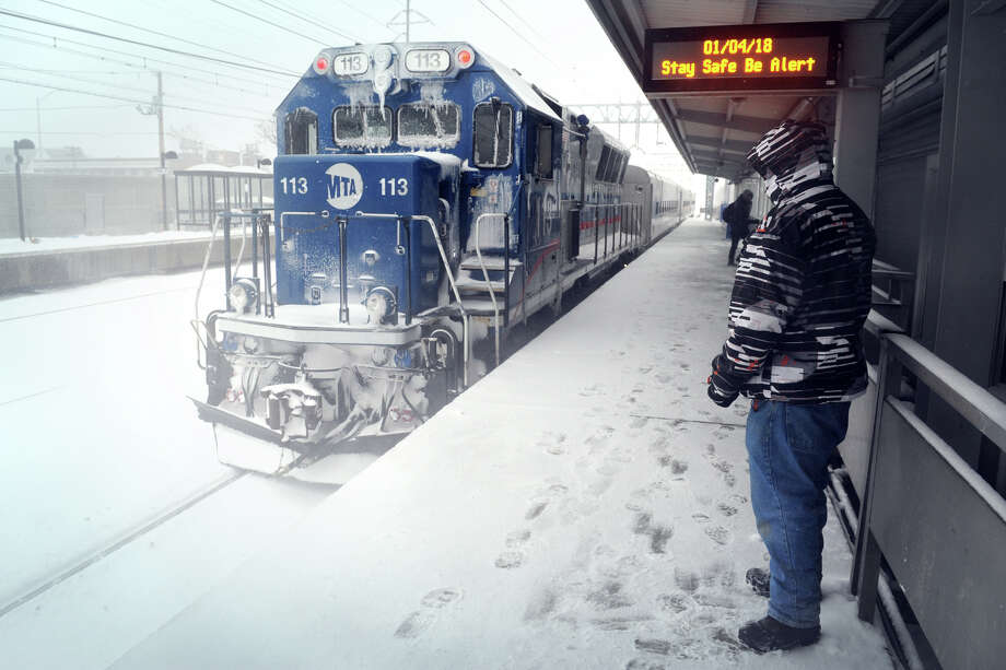 A Metro-North train during the snow storm Thursday, Jan. 4, 2018, in Stratford. Photo: Ned Gerard, Hearst Connecticut Media / Connecticut Post