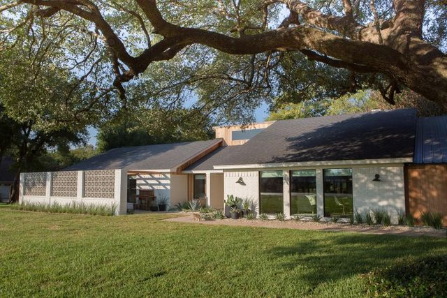 The Gaines Family Growing By 9 Chip And Jo Give Sis A Dreamy Fixer Upper