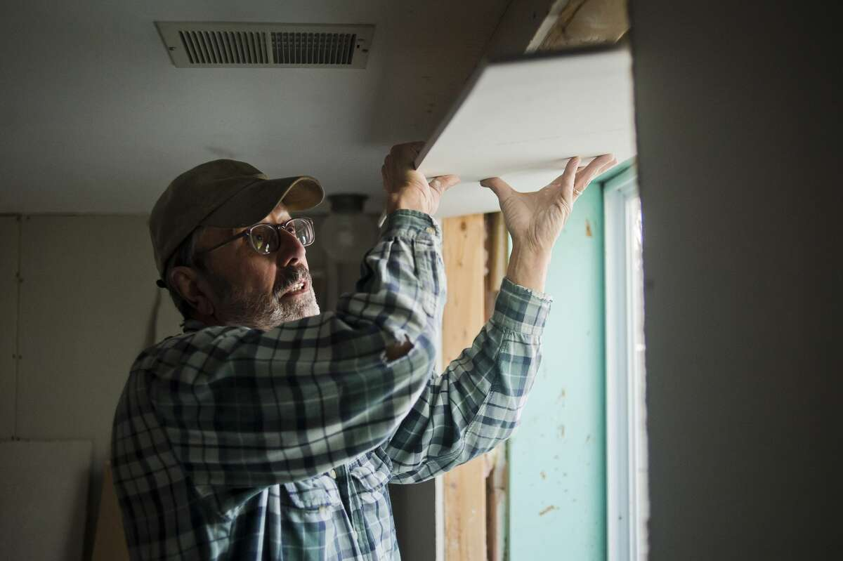 Ed Kohagen of Chesaning works to install drywall inside the home of Mike Lacusta and his family on Thursday, Dec. 28, 2017 in Midland. Volunteers from Chesaning United Methodist Church, working through the United Methodist Committee on Relief, helped to repair the Lacustas' basement, which was damaged by flooding in June. (Katy Kildee/kkildee@mdn.net)