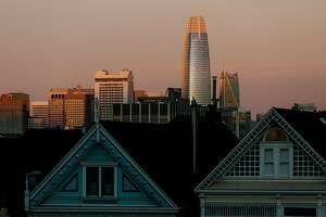 The new Salesforce Tower looms over the Victorian houses known as the painted ladies, foreground, in San Francisco, Dec. 17, 2017. Salesforce Tower, which at 1,070 feet is the tallest office building west of the Mississippi, will be inhabited in January, signaling tech�s triumph in the city. (Jason Henry/The New York Times)