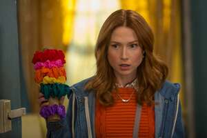 "UNBREAKABLE KIMMY SCHMIDT -- ""Kimmy Gives Up!"" Episode 205 -- Pictured: Ellie Kemper as Kimmy Schmidt -- (Photo by: Eric Liebowitz/Netflix/Universal Television/NBCU Photo Bank via Getty Images)"